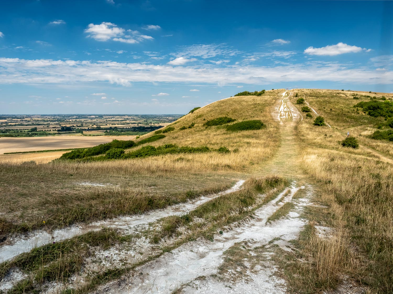 A Landscape Photograph Of The Ivinghoe Beacon Viewpoint On A Sunny Day, Near Ivinghoe In The Chilterns.